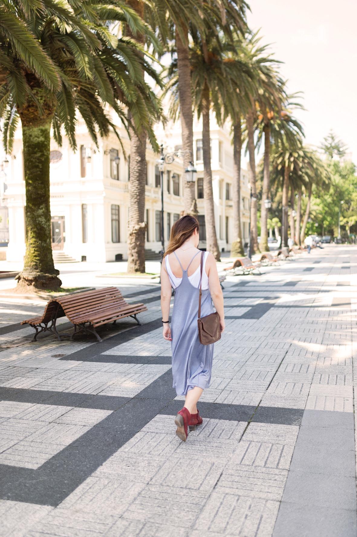 ootd-descalzaporelparque-vestido-botines- zara - streetstyle-moda -urban outfitters- bag-calle-coruña-dress-style