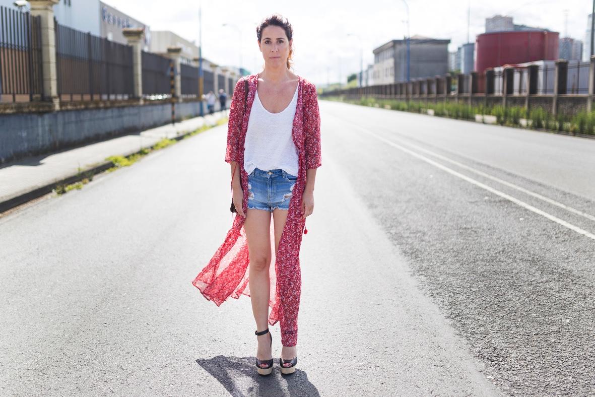 SHEIN - blogger- alba cuesta -mommyblogger-lifestyle-stylelovely-style-look- denim- dress- chiffon- coruña- descalzaporelparque- shorts