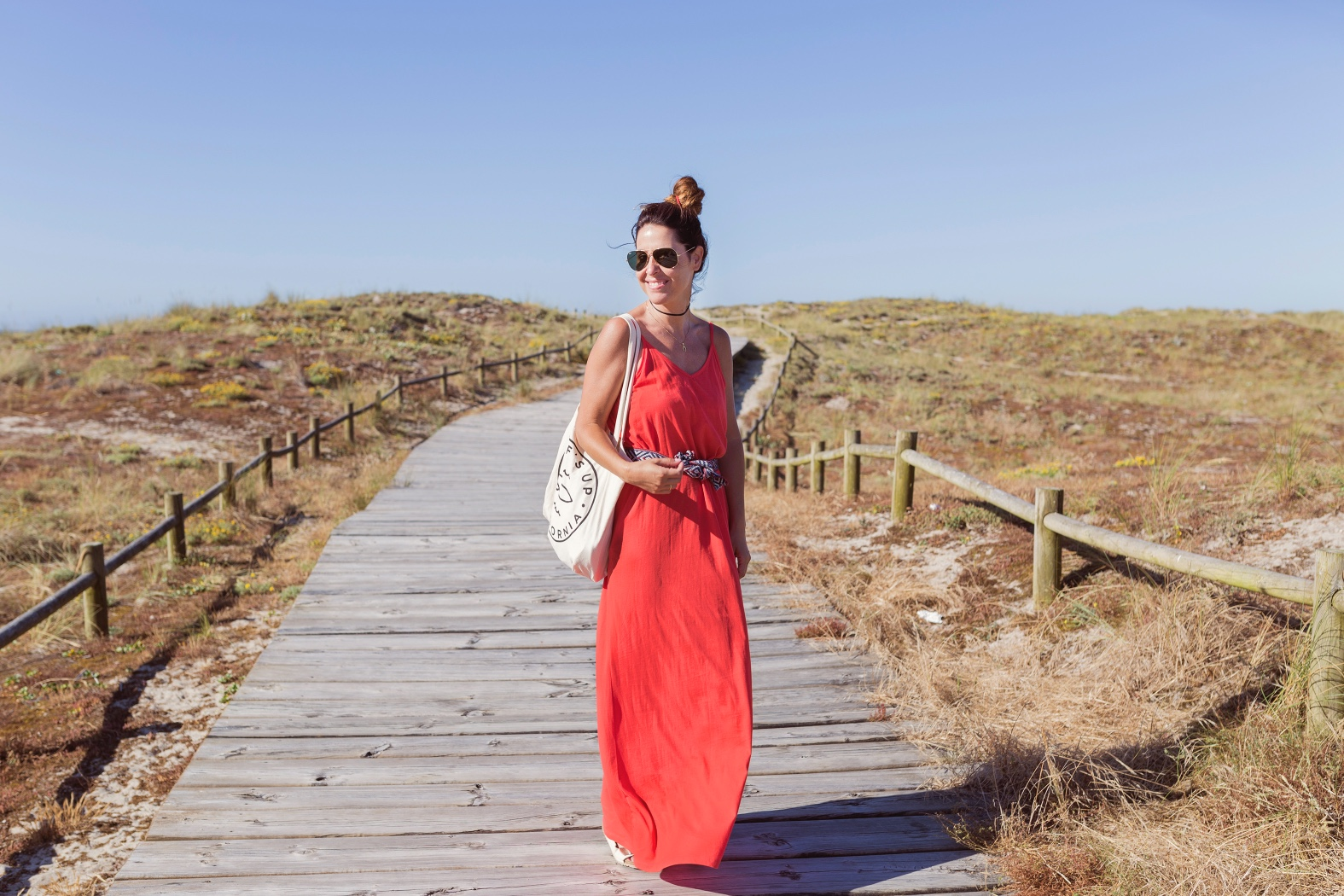 blogger-fashion-barrañán -coruña - descalzaporelparque bolsa tela- playa - pull and bear - rayban -rojo -summer - zara-costa da morte Club -surf-playa-barrañan-arteixo