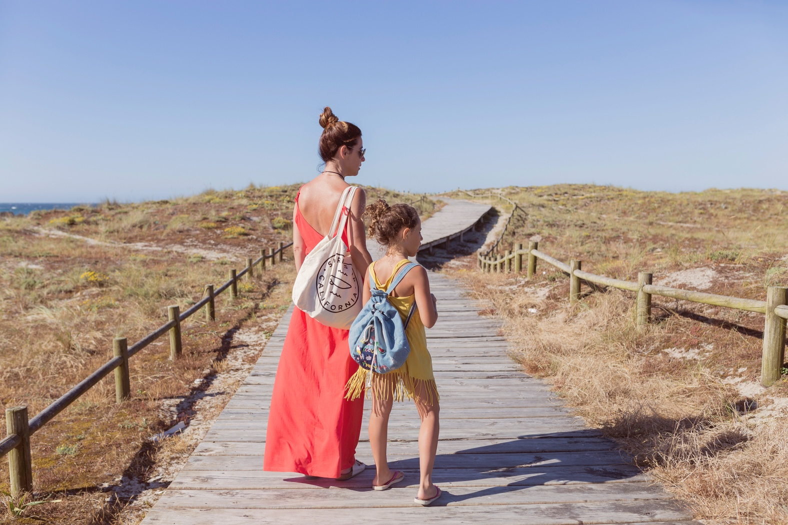playa-barrañan-arteixo -barrañán -coruña - descalzaporelparque - jimena and me - madre e hija - playa - pull and bear - rayban -rojo -summer - zara