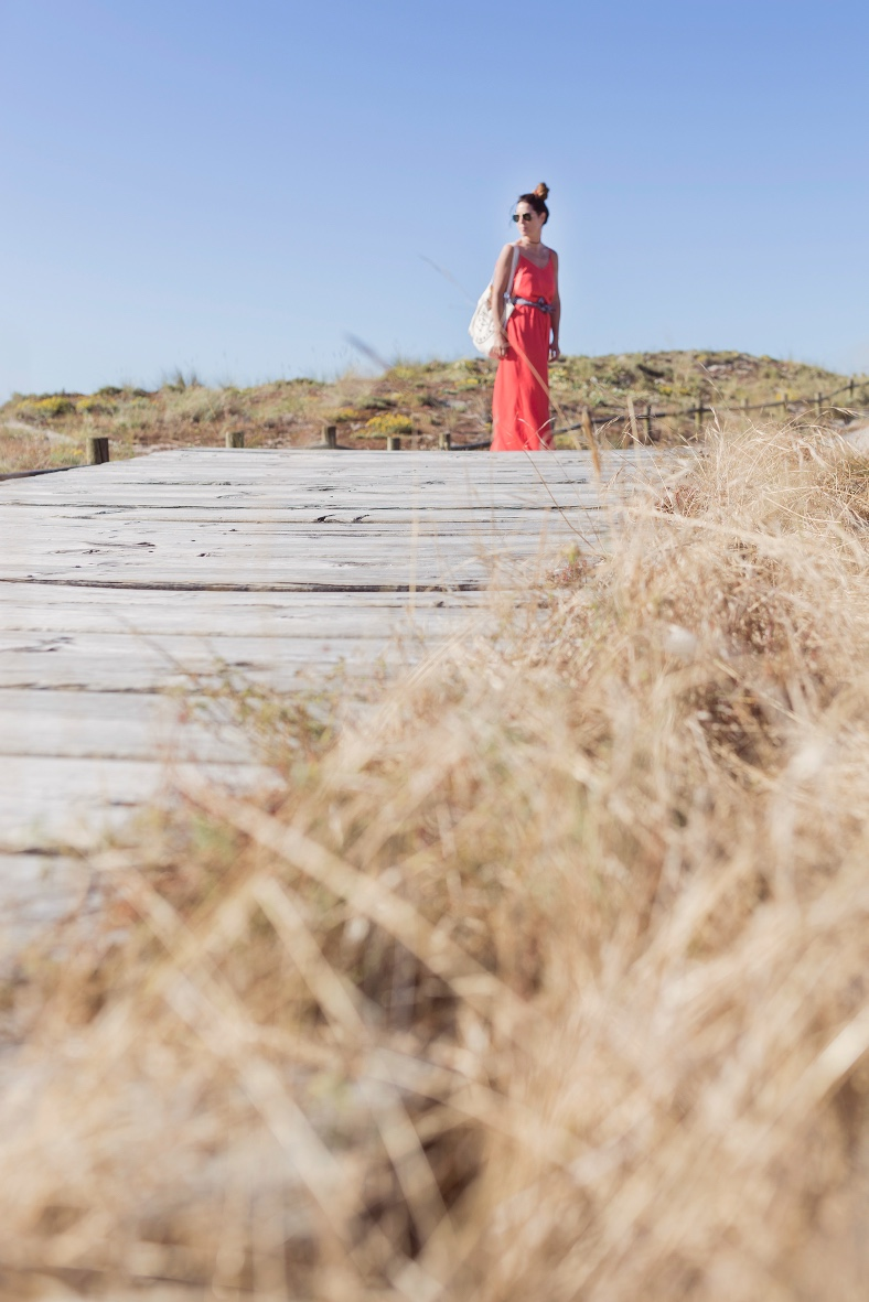 vestido zara-playa-alba cuestavestido rojo-lifestyle-blogger-fashion-barrañán -coruña - descalzaporelparque bolsa tela - pull and bear - rayban -rojo -summer