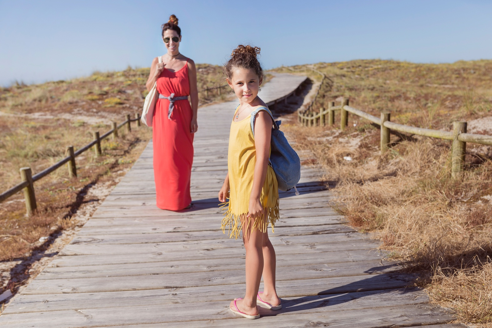barrañán -coruña - descalzaporelparque - jimena and me - madre e hija - playa - pull and bear - rayban -rojo -summer - zara-costa da morte Club -surf-playa-barrañan-arteixo