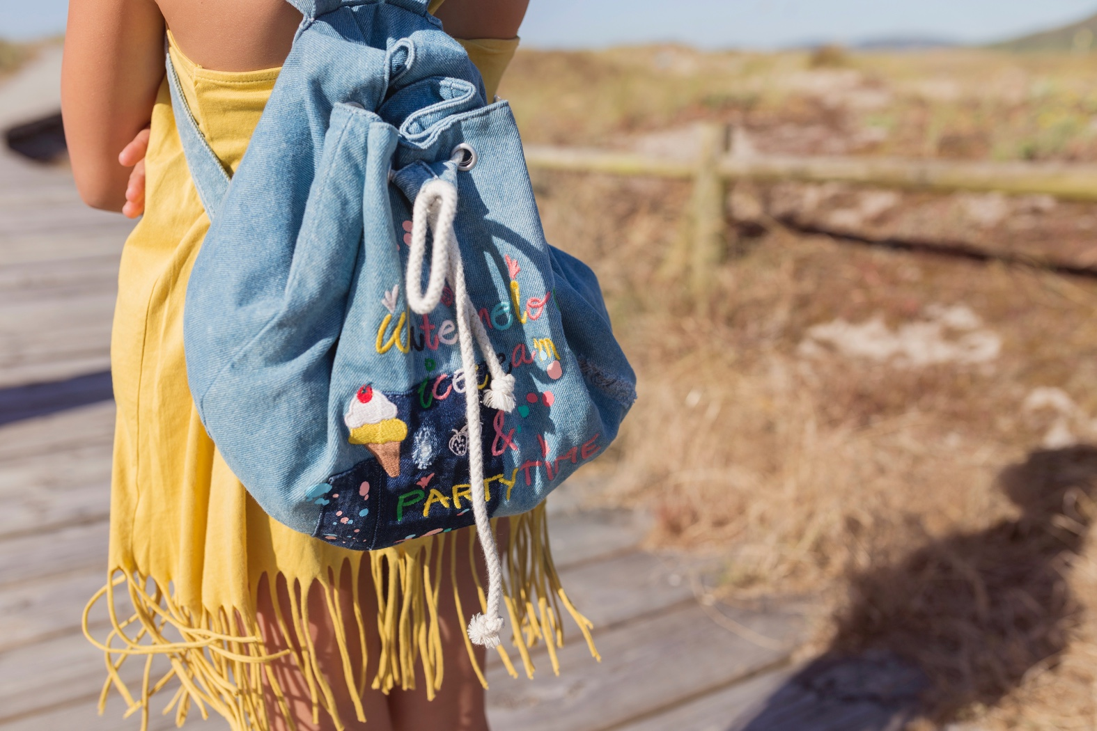 backpack-barrañán -coruña - descalzaporelparque - jimena -kids - playa - pull and bear - rayban -rojo -summer - zara kids-surf-playa-barrañan-arteixo