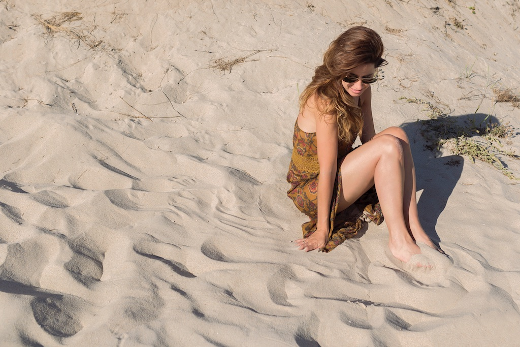 arena-sun-zara-dress-sales- la playa- descalzaporelparque- alba cuesta-summer-beach-fashionblogger-girl- coruña- fashion- blogger- rayban