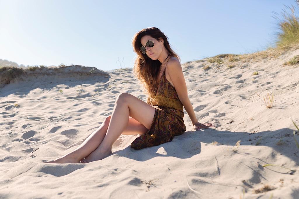 - coruña- fashion- blogger- rayban-Ardentia-zara-dress-sales- la playa- descalzaporelparque- alba cuesta-summer-beach-fashionblogger-girl