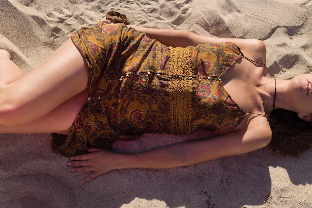 sexy-zara-dress-descalzaporelparque- alba cuesta-summer-beach-fashionblogger-girl- coruña- fashion- blogger