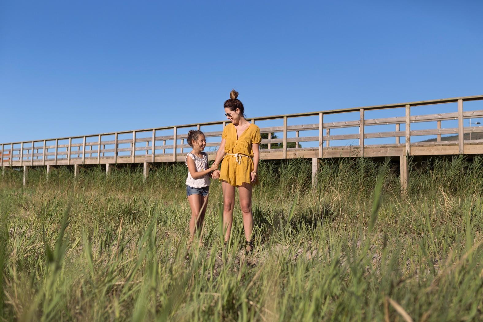 descalzaporelparque-ZARA -Mango Kids-Zippy-ZARA KIDS-rayban-una auténtica aventura-jimena and me-playa-style-fashion-lifestyle-coruña-bloggers-madre e hija -stylelovely