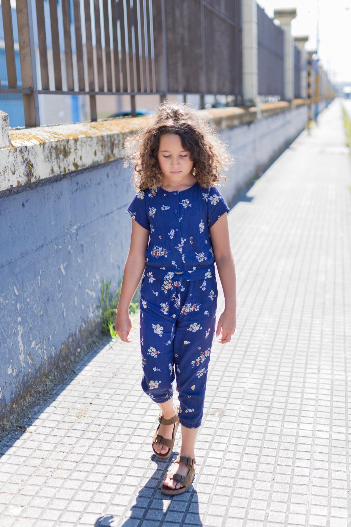 zippy sandals-miniblogger-descalzaporelparque -coruña -jimena - jimena look- jumpsuit -kids -miniblogger - moda infantil -mono -niños- Soft -soft de ZARA KIDS - streestyle- style -zara-zara kids