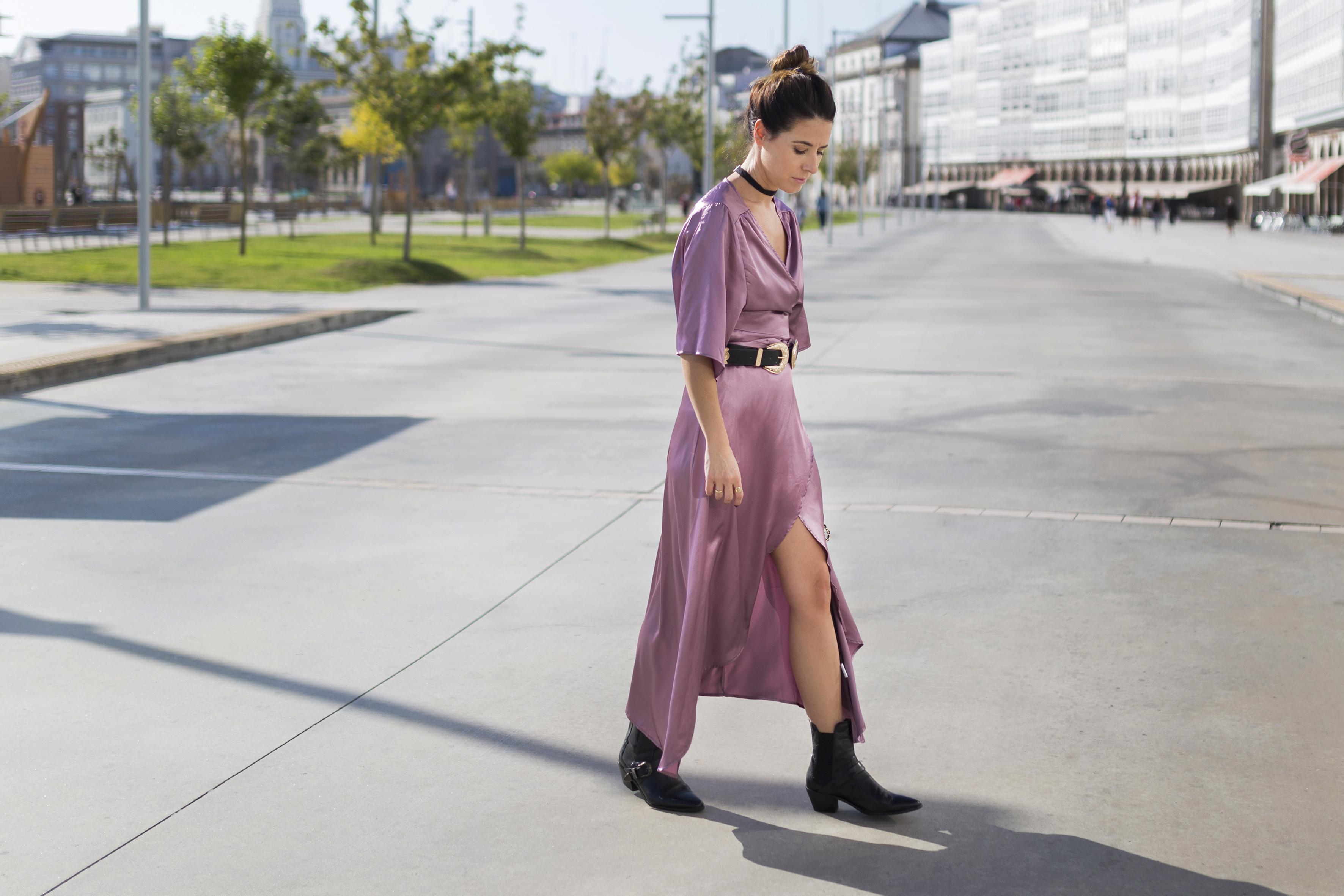 StyleLovely-blogger- alba cuesta- vestido satinado - descalzaporelparque-choker zara - SHEIN - ootd - galicia - fashion -blogger - style - moda calle - streetstyle - denia priegue - video - Shein dress - chanel - vintage - botines - zara