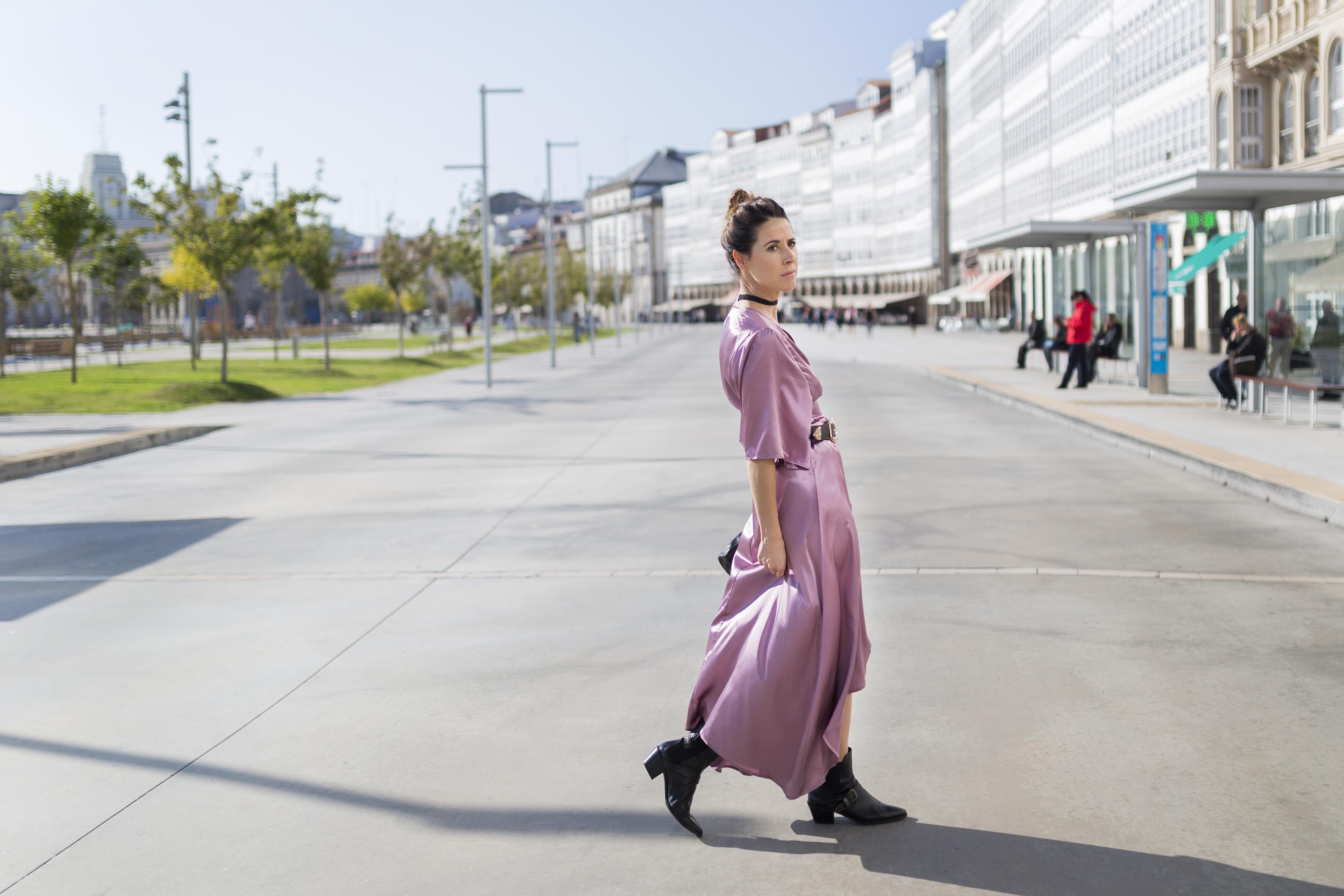 alba cuesta-StyleLovely-blogger- vestido satinado - descalzaporelparque-choker zara - SHEIN - ootd - galicia - fashion -blogger - style - moda calle - streetstyle - denia priegue - video - Shein dress - chanel - vintage - botines - zara
