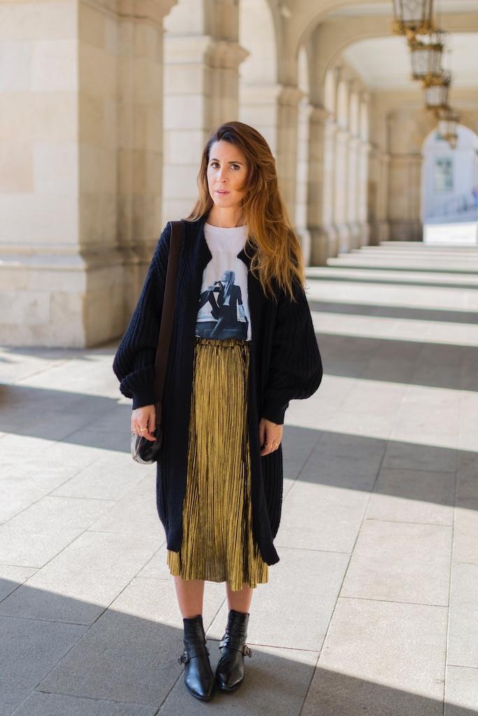 StyleLovely-blogger- alba cuesta- falda dorada - descalzaporelparque-camiseta HARDY - promod - camiseta - galicia - fashion -blogger - style - moda calle - streetstyle - denia priegue - video - Françoise Hardy - prada - vintage - botines - zara - Shein