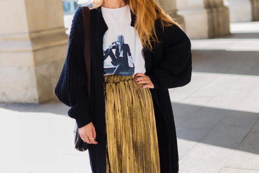 moda-alba cuesta-camiseta HARDY - promod - camiseta - galicia - fashion -blogger - style - moda calle - streetstyle - denia priegue - video - Françoise Hardy - prada - vintage - botines - zara - Shein - falda dorada - descalzaporelparque