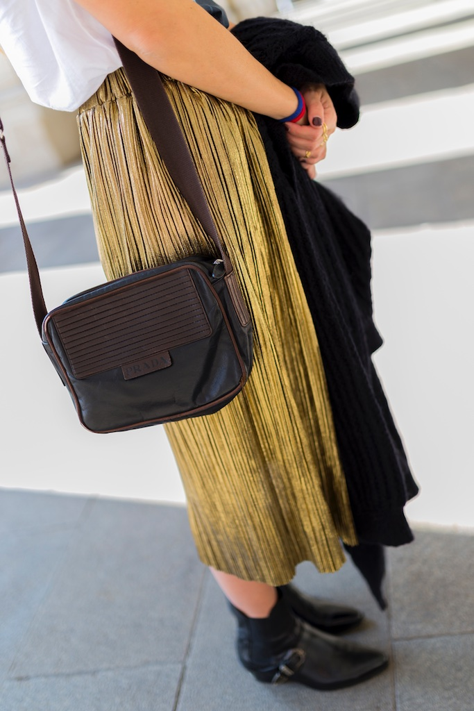 galicia - fashion -blogger - style - moda calle - streetstyle - denia priegue - video - Françoise Hardy - prada - vintage - botines - zara - Shein - falda dorada - descalzaporelparque