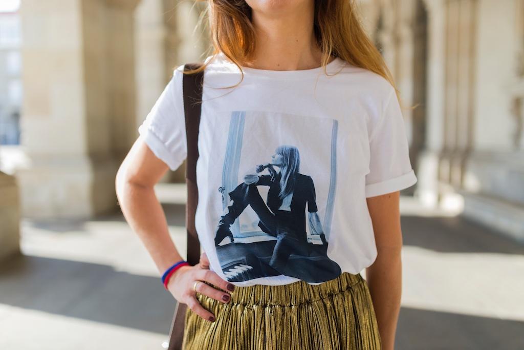 camiseta HARDY - promod - camiseta - galicia - fashion -blogger - style - moda calle - streetstyle - denia priegue - video - Françoise Hardy - prada - vintage - botines - zara - Shein - falda dorada - descalzaporelparque