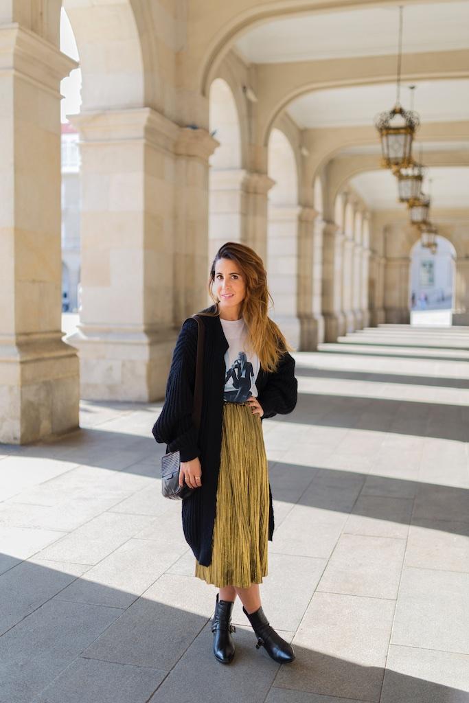 StyleLovely- alba cuesta- falda dorada - descalzaporelparque-camiseta HARDY - promod - camiseta - galicia - fashion -blogger - style - moda calle - streetstyle - denia priegue - video - Françoise Hardy - prada - vintage - botines - zara - Shein