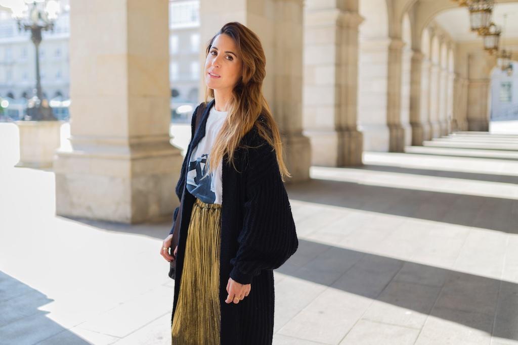 StyleLovely-blogger- alba cuesta- falda dorada - descalzaporelparque-camiseta HARDY - promod - camiseta - galicia - fashion -blogger - style - moda calle - streetstyle - denia priegue - video - Françoise Hardy - prada - vintage - botines - zara