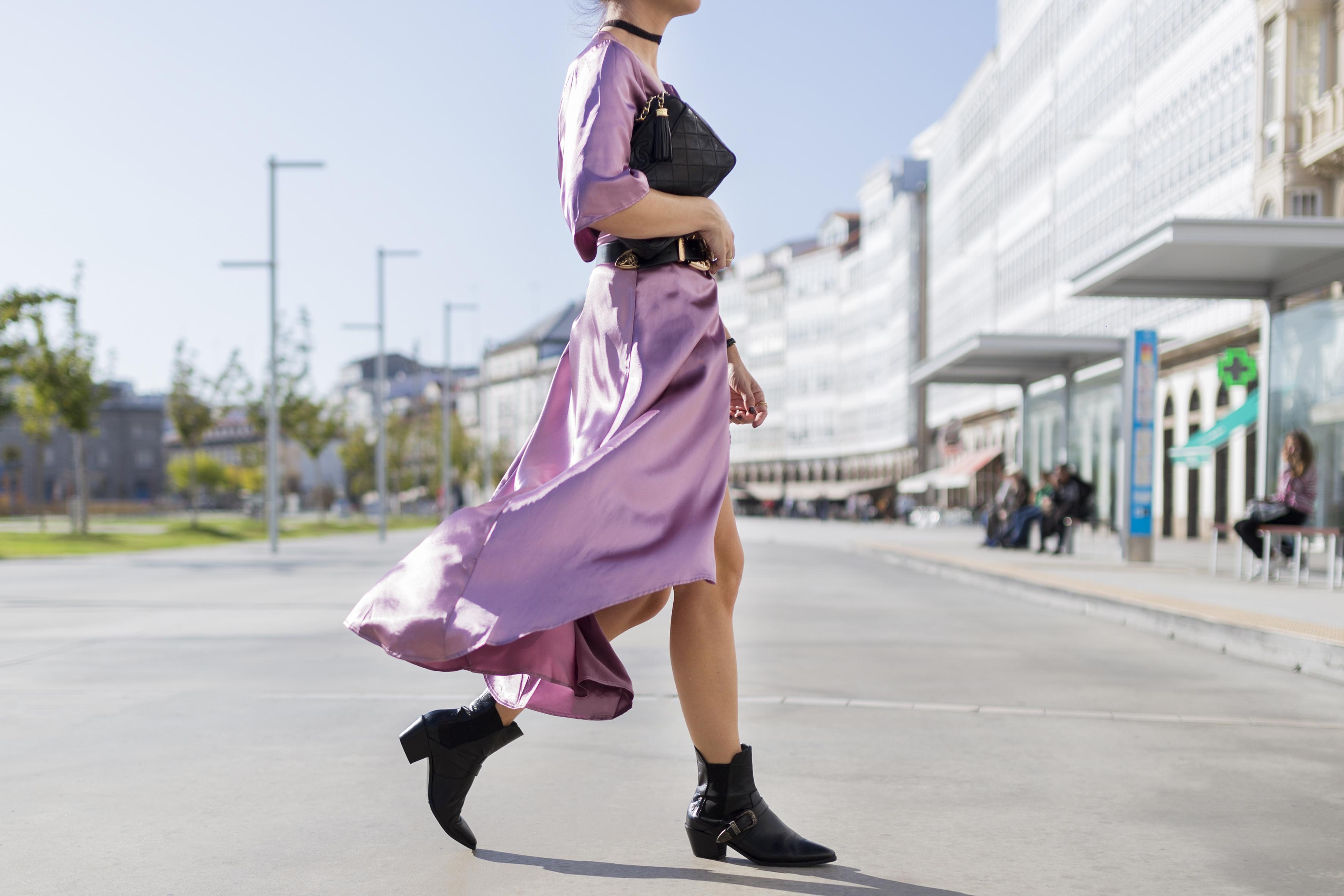 chanel vintage-StyleLovely-blogger- alba cuesta- vestido satinado - descalzaporelparque-choker zara - SHEIN - ootd - galicia - fashion -blogger - style - moda calle - streetstyle - denia priegue - video - Shein dress - chanel - vintage - botines - zara