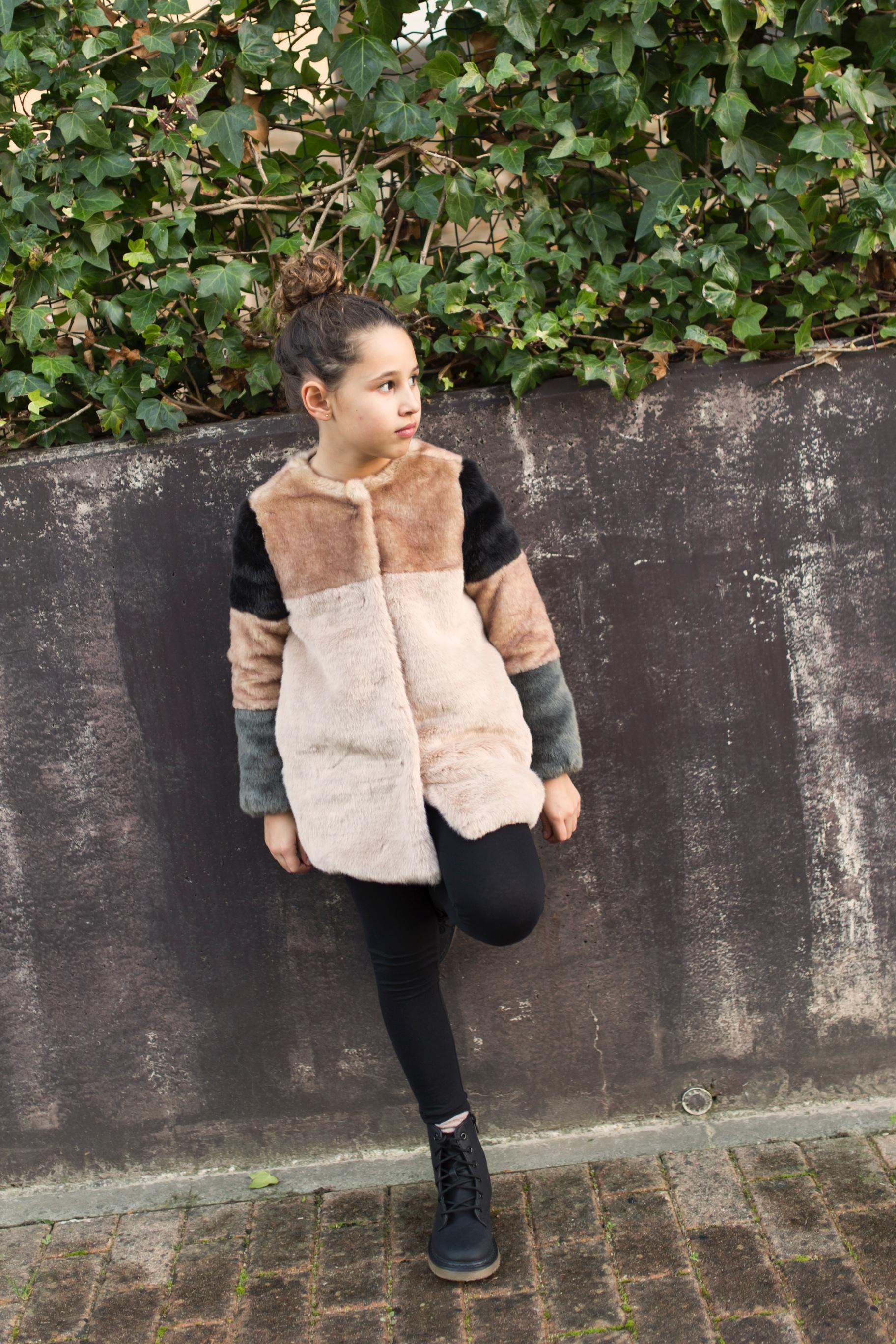 Jimena look-zara kids-style-zara coat-niños-moda-descalzaporelparque
