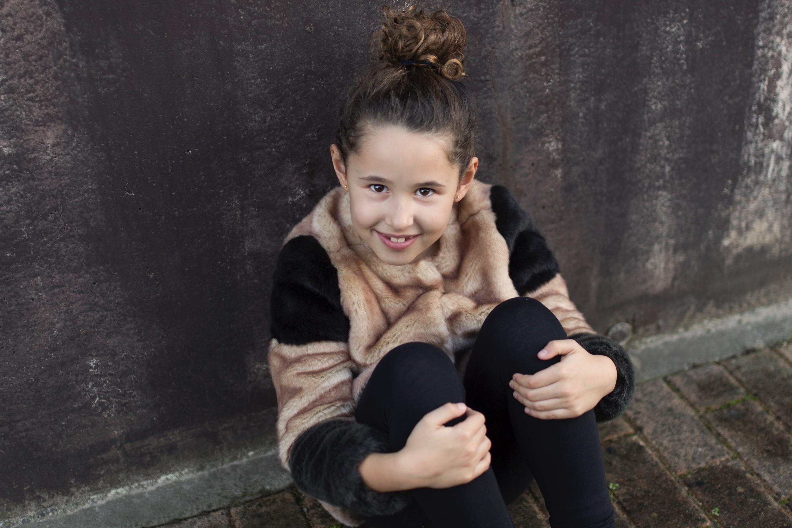 Jimena -look-fashion girl-zara kids-style-zara coat-niños-moda-coruña-descalzaporelparque