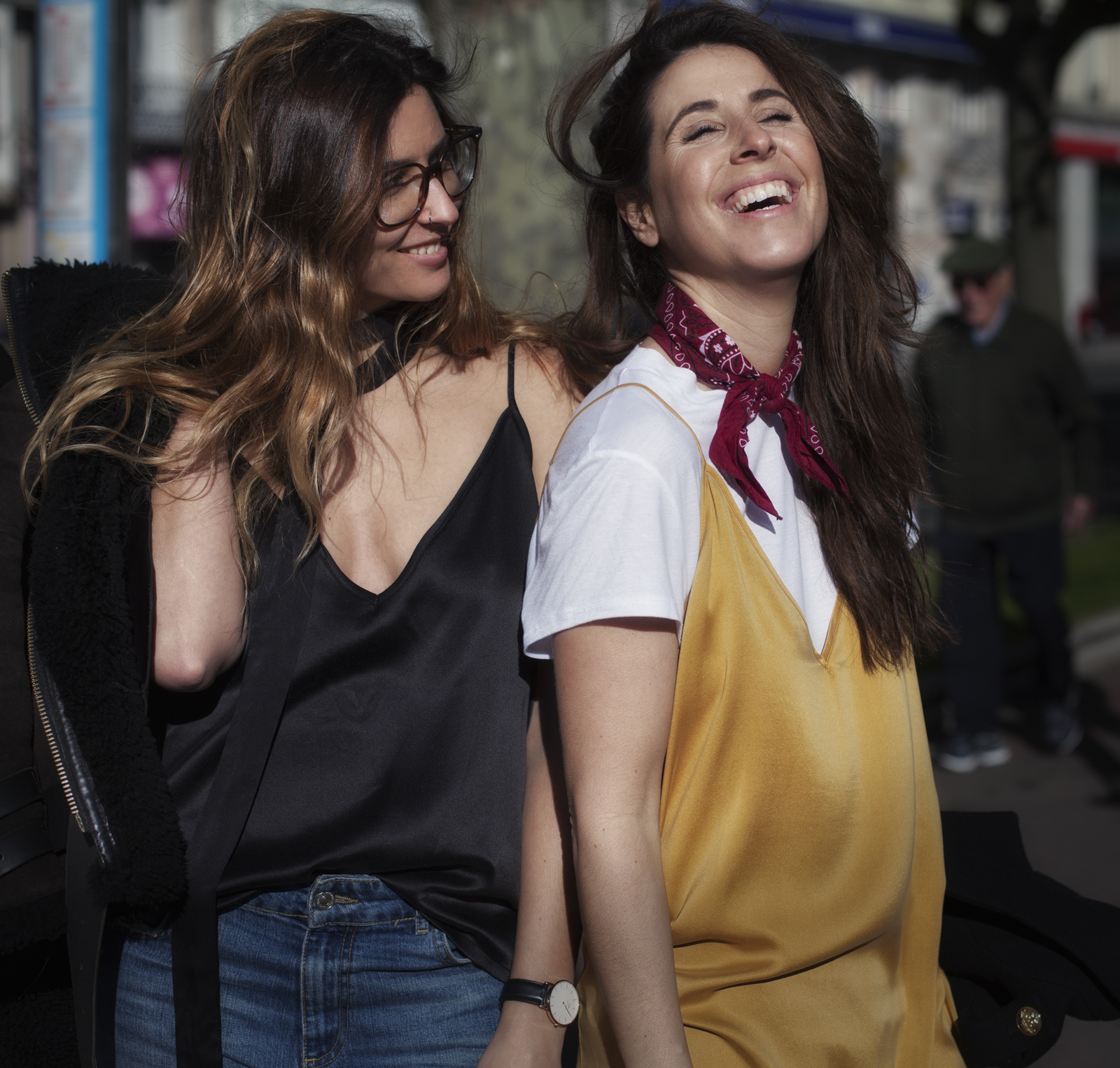 you and me-smile-streetstyle-fashion-street-moda en la calle-silk-dress-coruña-moda gallega-descalzaporelparque