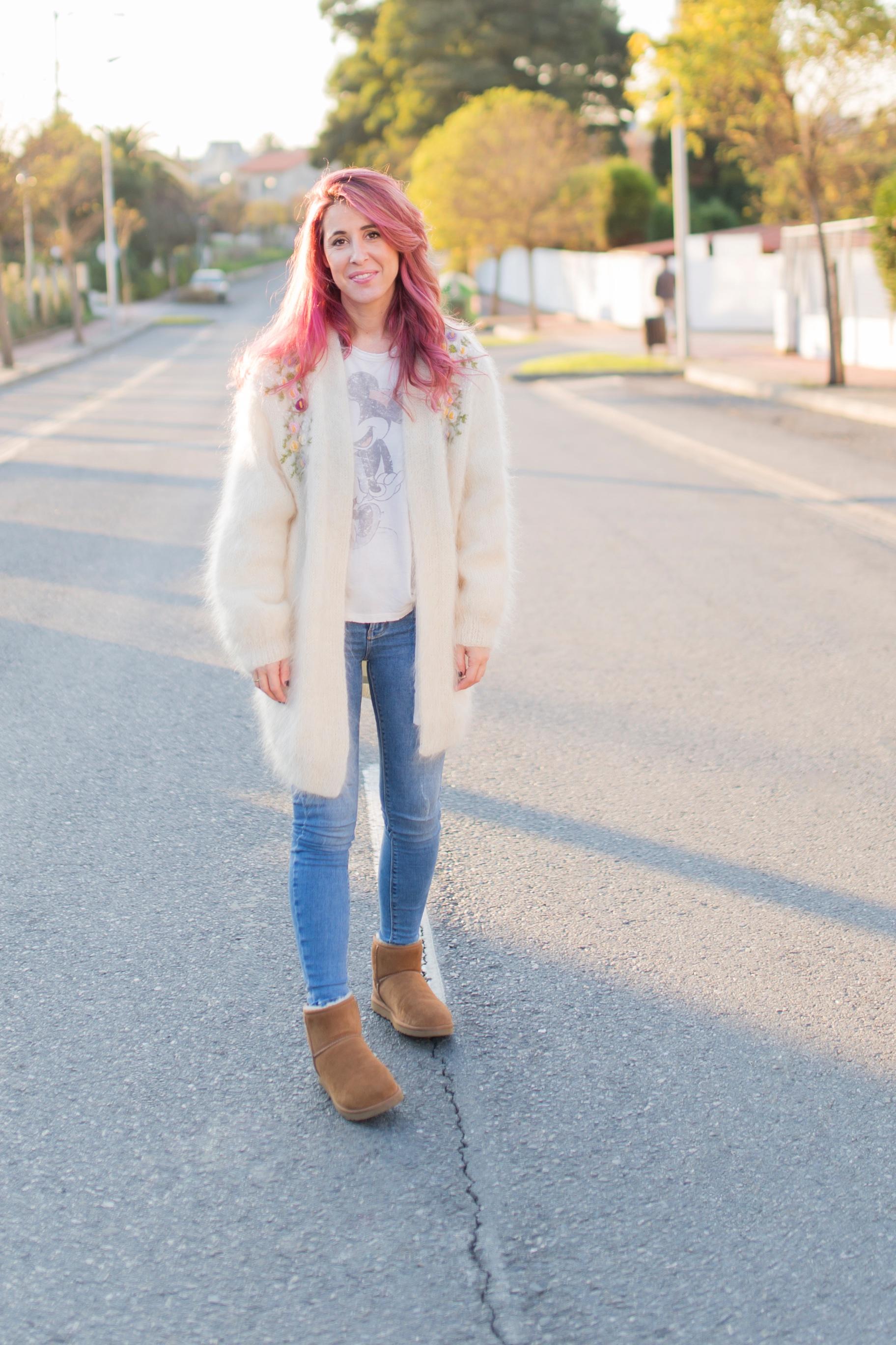alba-coruña-mohair-vitagecoffee-ugg-moda-descalzaporelparque-descalza-look-pink hair