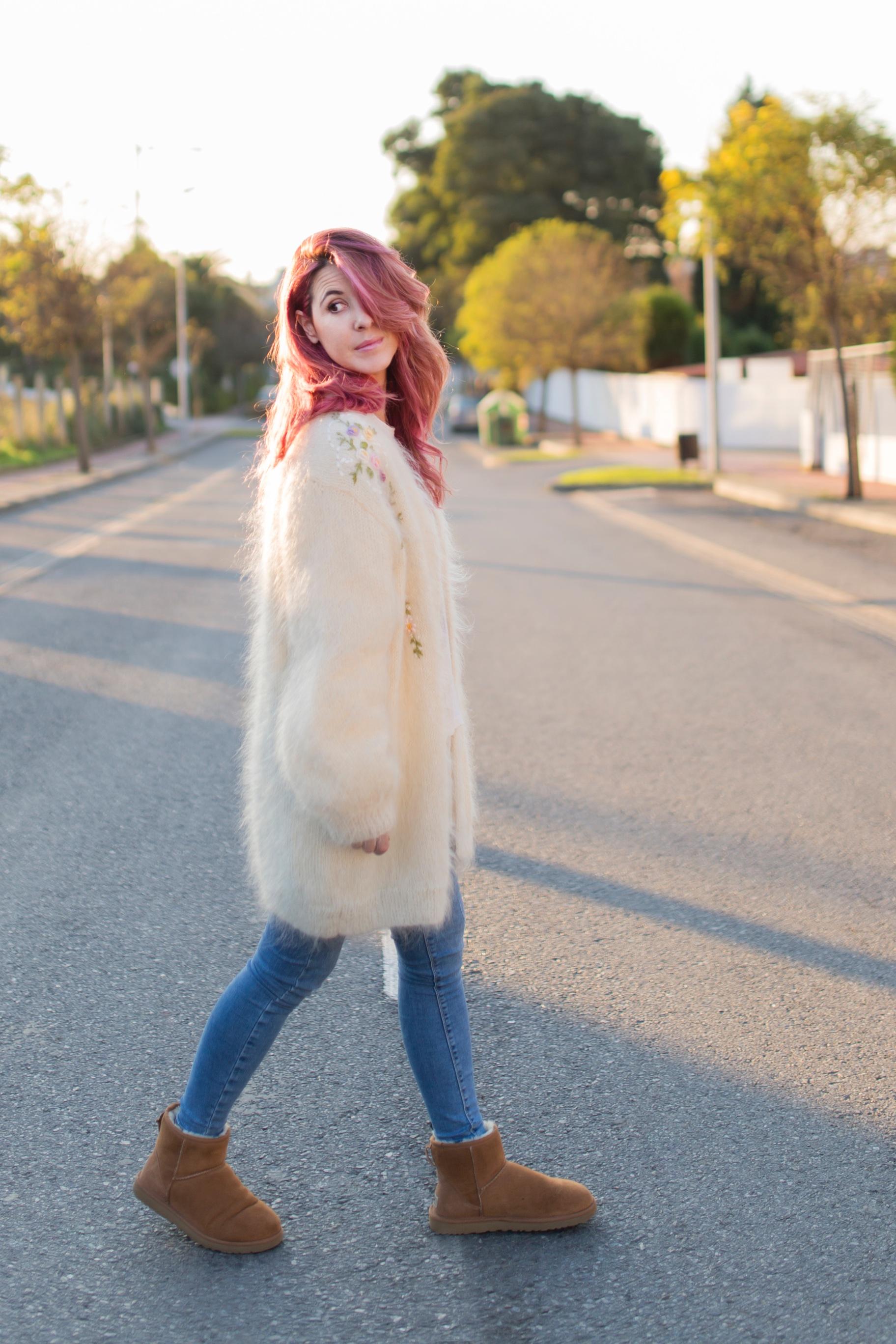 blogger-alba-coruña-mohair-vitagecoffee-pink hair-ugg-moda-descalzaporelparque-descalza-look