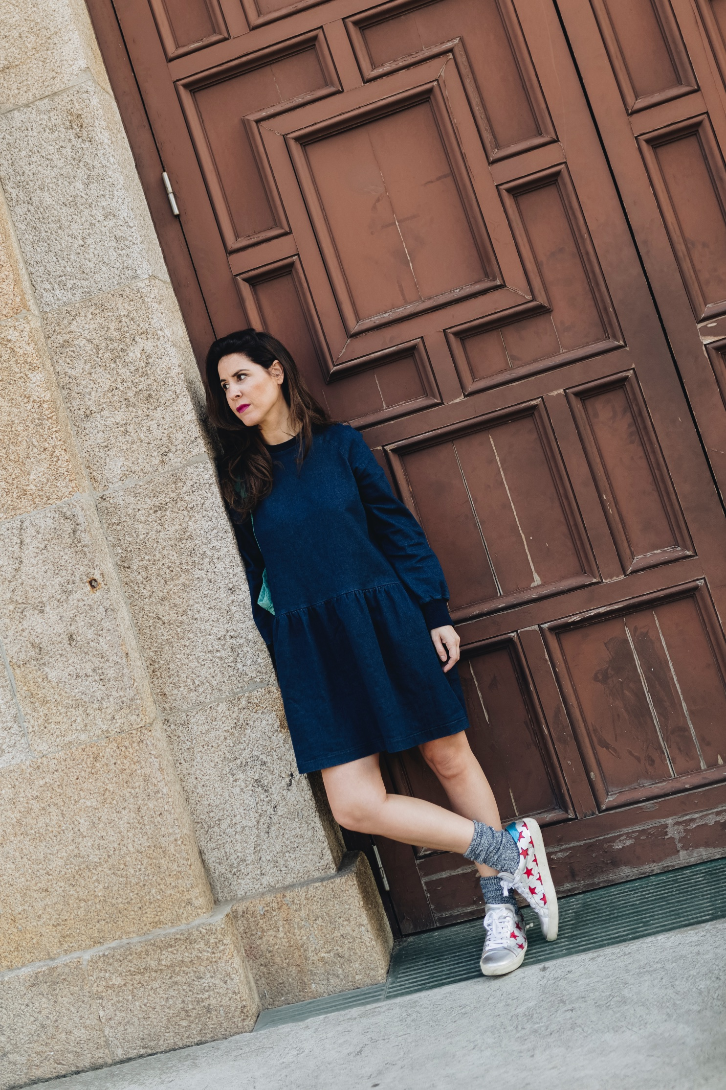 vestido vaquero-zara-fashion-blogger-coruña-Saint Laurent-sneakers
