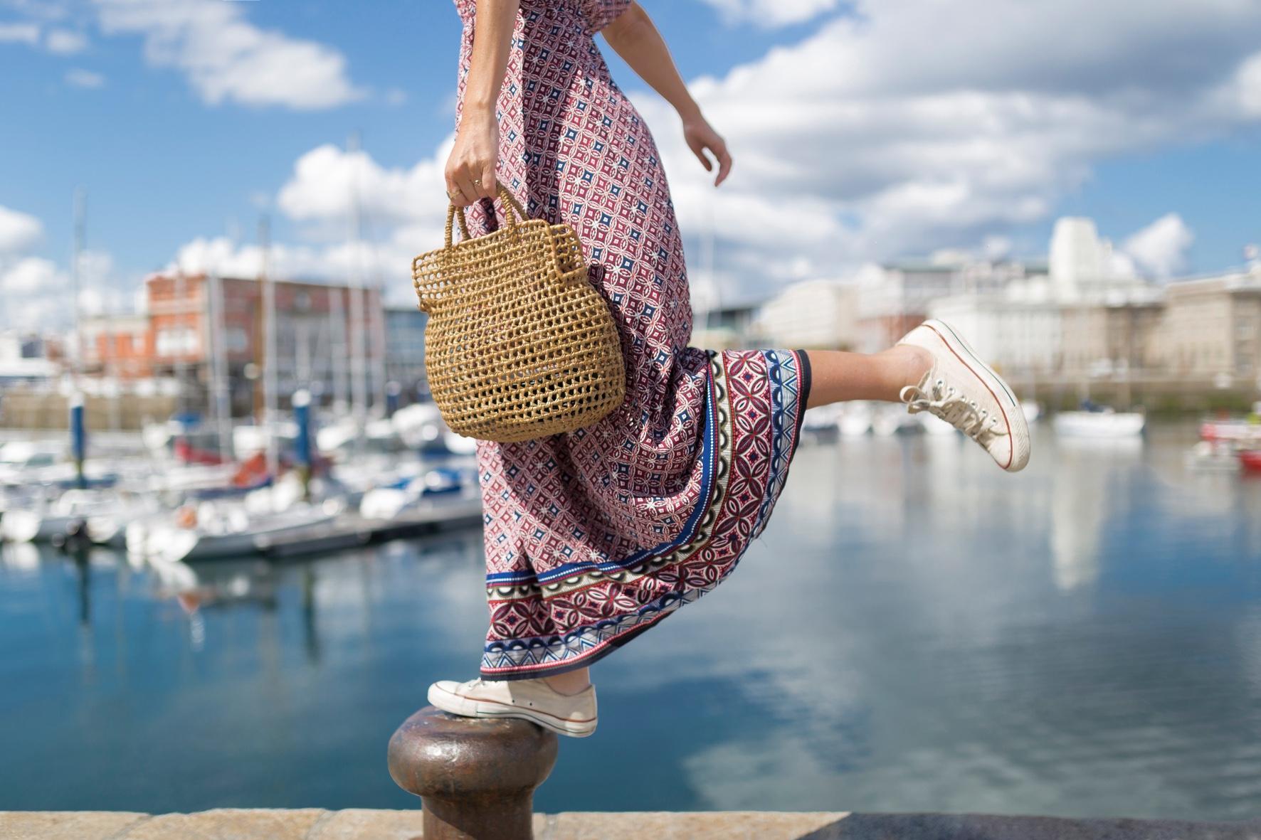 fashion-moda-blogger- alba cuesta-C&A dress- bolso de mimbre- vestido largo- C and A- descalzaporelparque