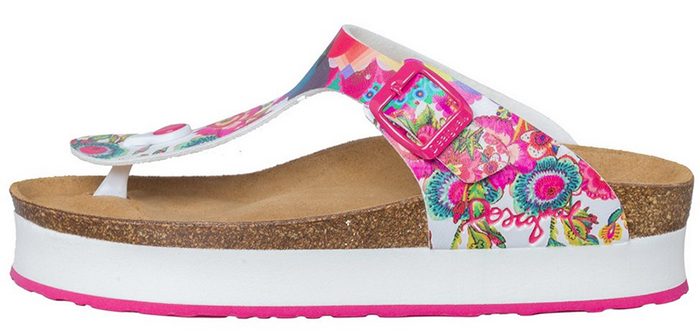 Sandalia con plataforma desigual de colores