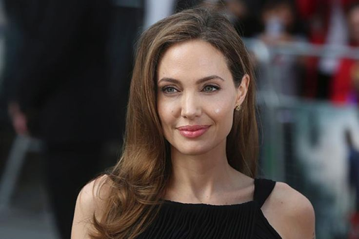 angelina jolie diario business woman