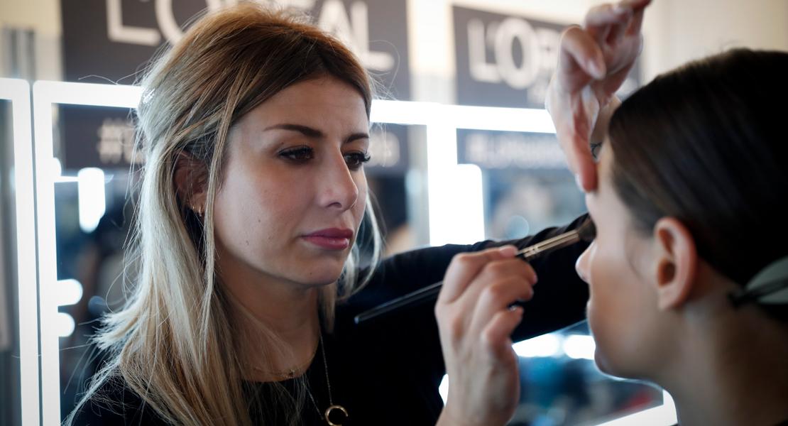 maquillan las profesionales