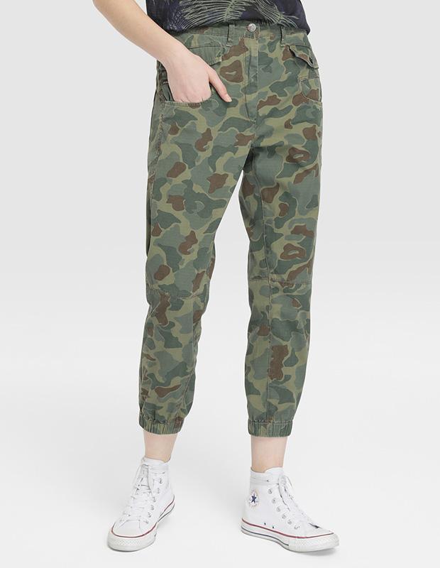 Pantalón de estética militar
