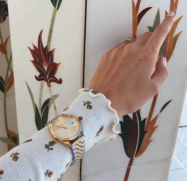 reloj con correa en dorado y plateado