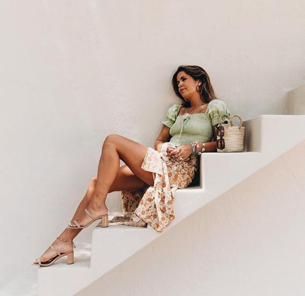 collage vintage con sandalias de verano