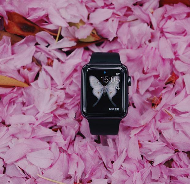 reloj tipo smartwatch en negro