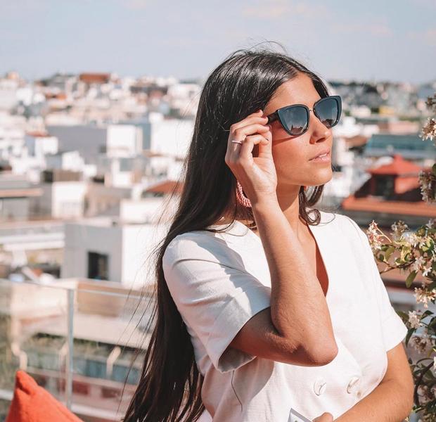 María García de Jaime con gafas de sol para verano