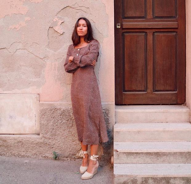 Melissa Villareal con vestido de verano de lunares