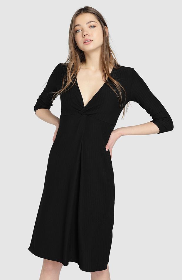vestido negro de fondo de armario