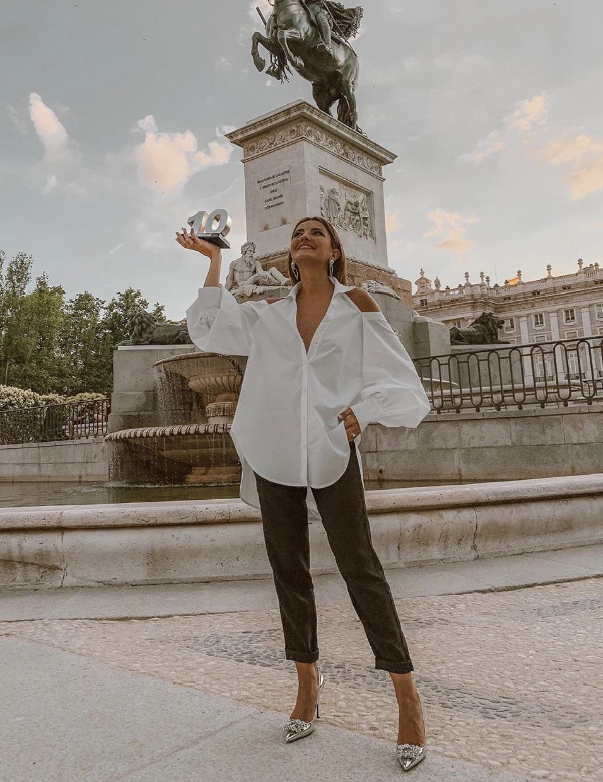Alexandra Pereira con zapatos joya