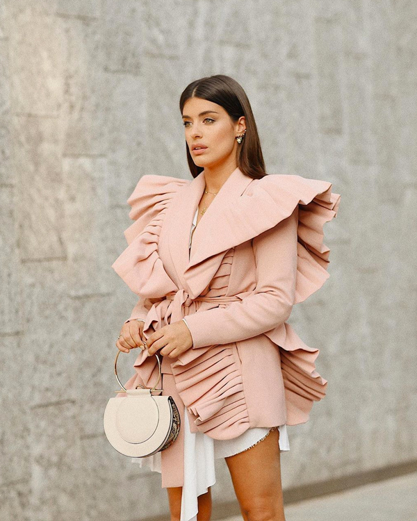 dulceida vestido rosa con pliegues influencers en fashion week
