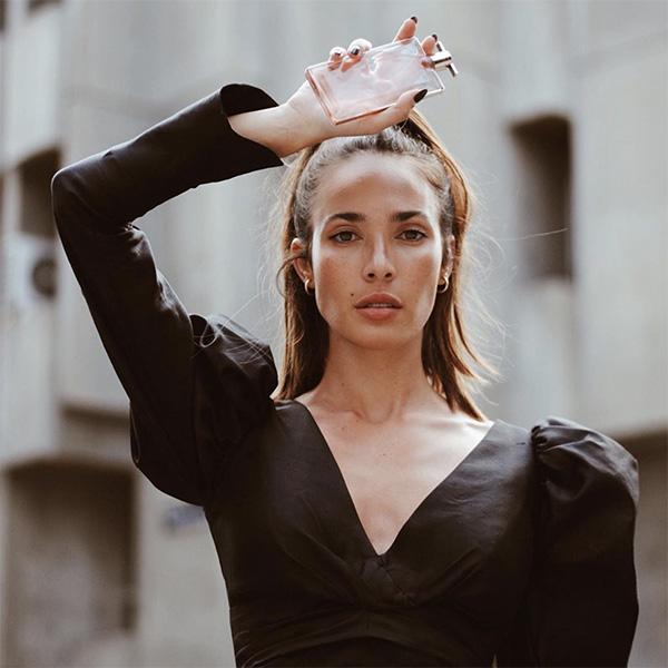 Ana Moya con su fragancia favorita
