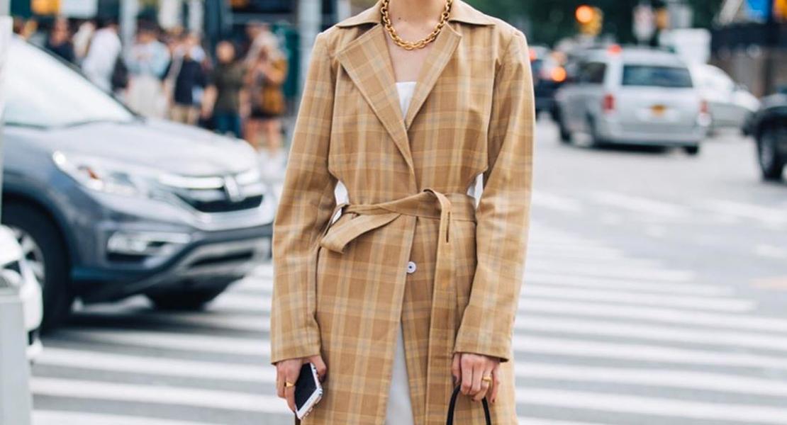 influencers en fashion week abrigo cuadros