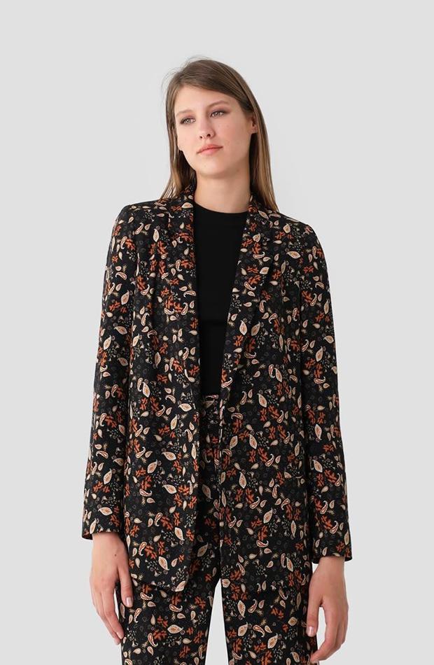 traje de chaqueta floral