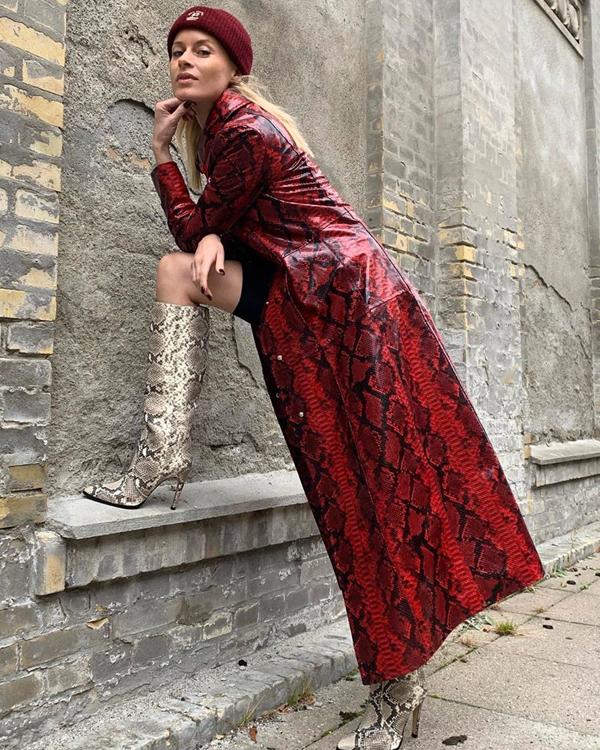 thora valdimars abrigo rojo efecto piel