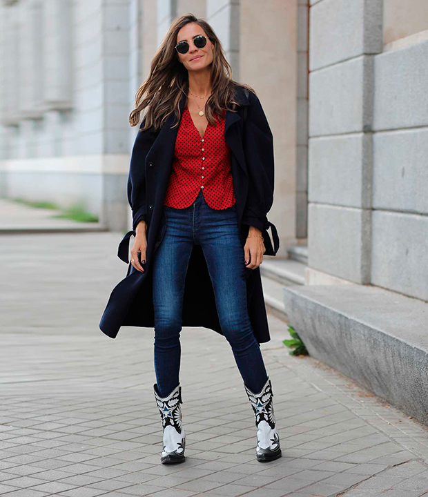 Lady Addict con botas cowboy