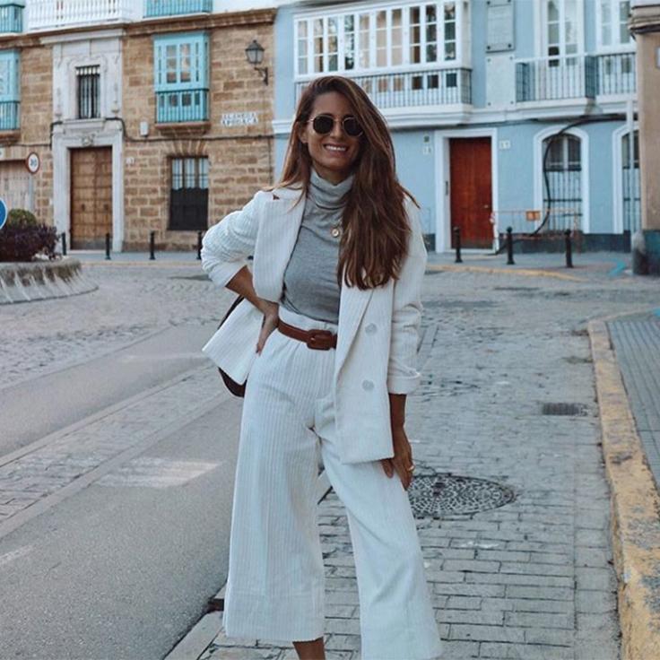María Valdés traje blanco de pana