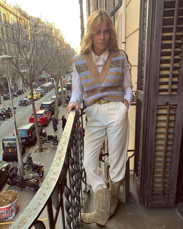 Blanca Miró camisas básicas con chaleco de punto