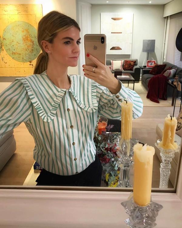 Patricia Sañes camisa de rayas con volantes