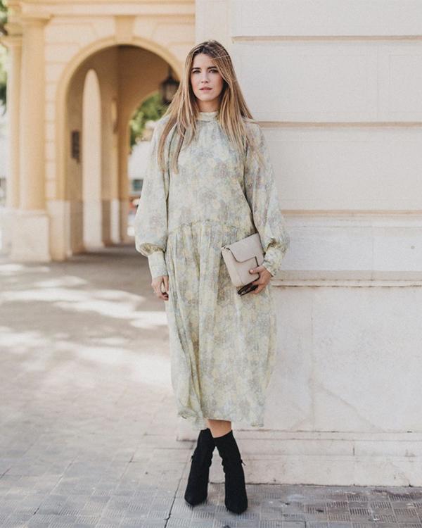 Ana vera con vestido estampado