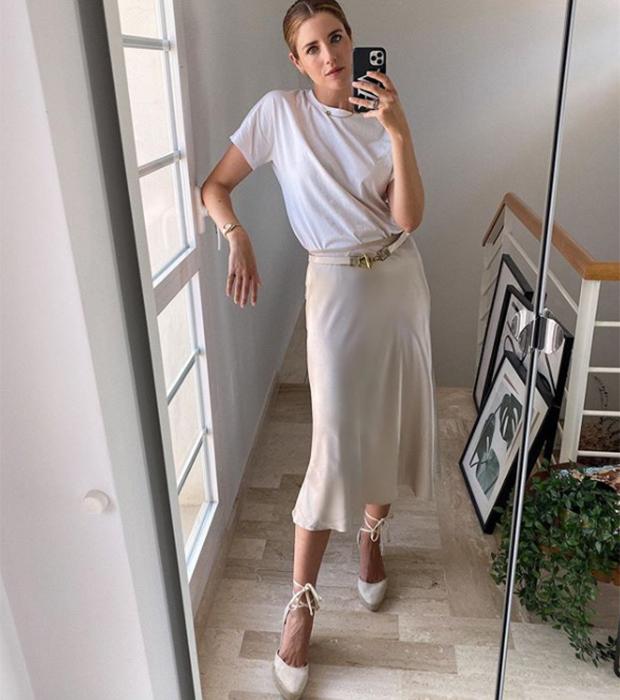 Ana Vera con falda satinada